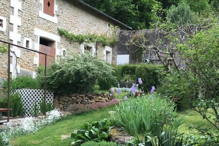 Profitez d'une belle maison et son jardin !