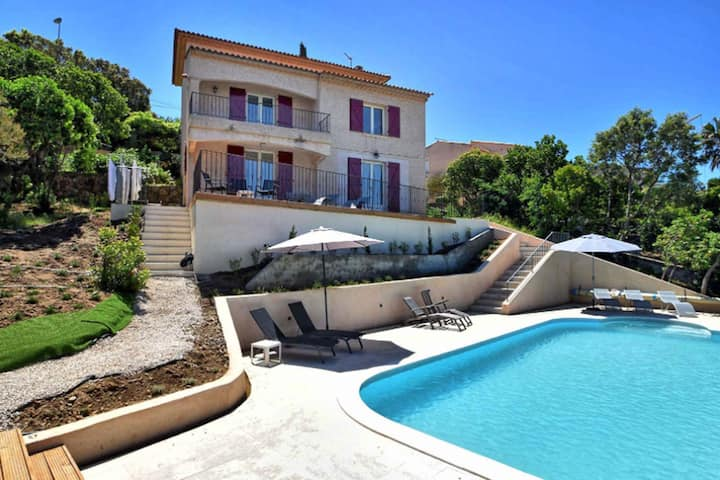 Superbe villa with swimmingpool, 800m from beach