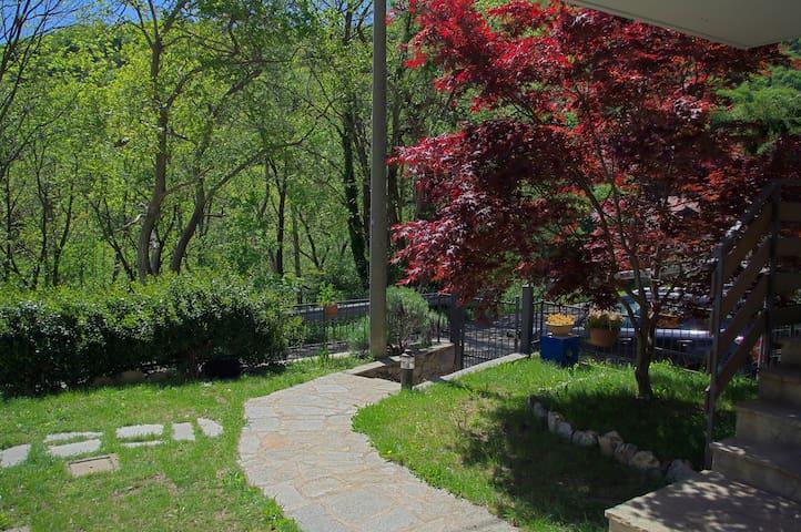 Casa dell'acero rosso - Montagna Lago Arte Natura