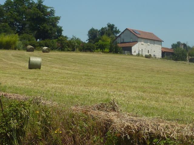 3 Chambres dans une ancienne ferme - Aubin