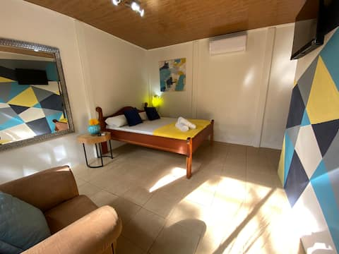 WhalesTail Cabina1 - Great Location, Private Room