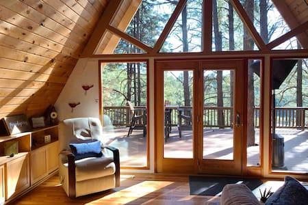 Buffalo Trail Treetop Retreat with indoor sauna!