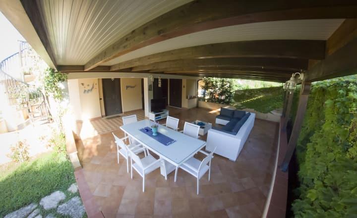 Villa con giardino e piscina,7min a piedi dal mare