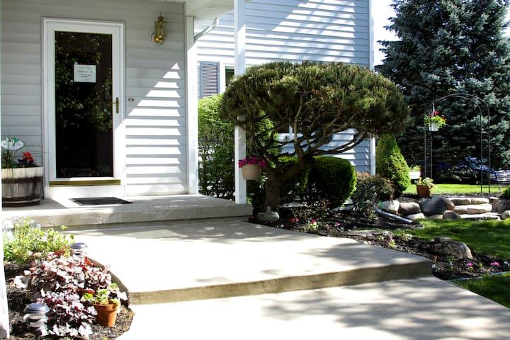 ANNARBOR/YPSI/UM/EMU: CLEAN & GREEN - Ypsilanti - Huis