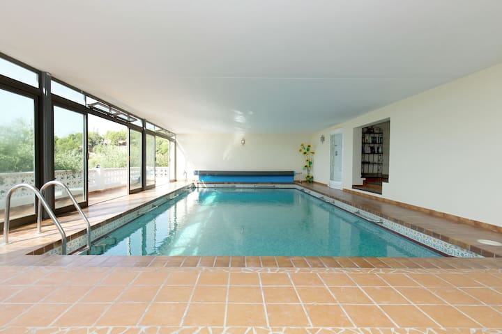 Spacious detached villa on the Costa Blanca with heated pool and beautiful view