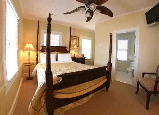 The Captains Quarters - Bedroom 4 - Oriental - Rumah