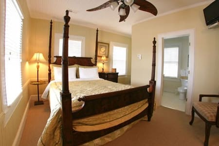The Captains Quarters - Bedroom 4 - Oriental - Rumah