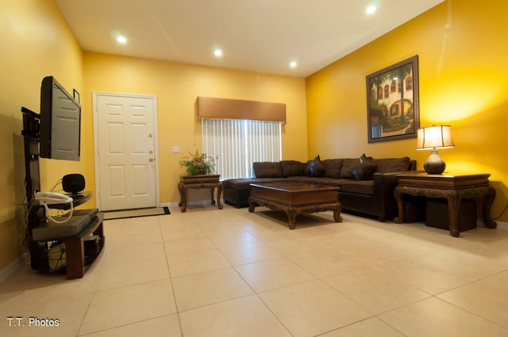 WARM AND INVITING VACATION CONDO! - Kissimmee - Leilighet