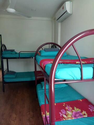 Room 1 in Kota Sentosa (near airport!) - Kota Samarahan - บ้าน