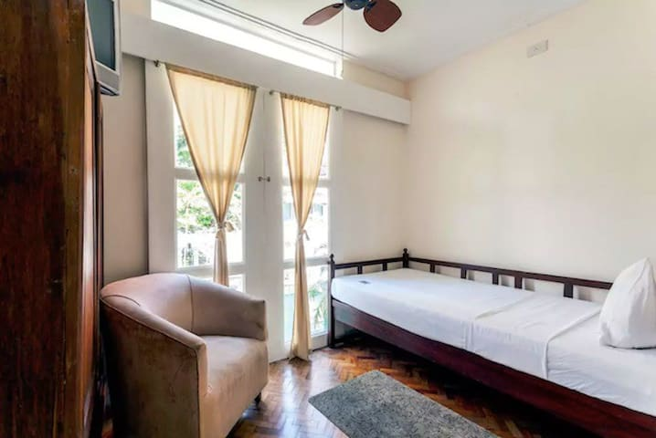 SINGLE Room, Room+WIFI, Near Rockwell (R5)