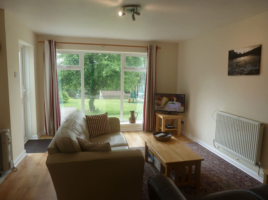 Lounge with Freeview T.V. and D.V.D. player. Unlimited high-speed broadband included WiFi throughout the bungalow.