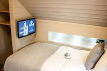 Each bed has its own TV with PS4 for simultaneous 2 player gaming