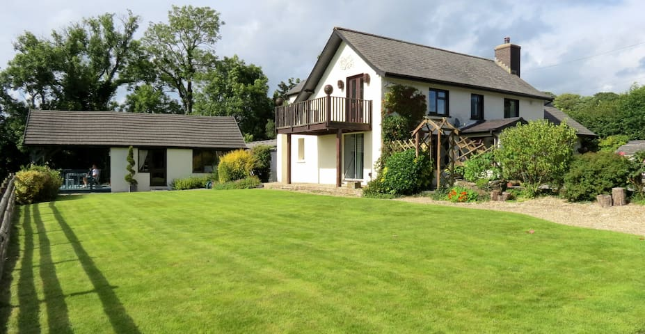Stones Throw Bed and Breakfast - Near Narberth - Llanfallteg - Bed & Breakfast