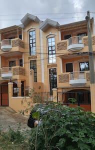 New 3 Storey Duplex House Montebello Rd 2,Bakakeng - Baguio City - Casa