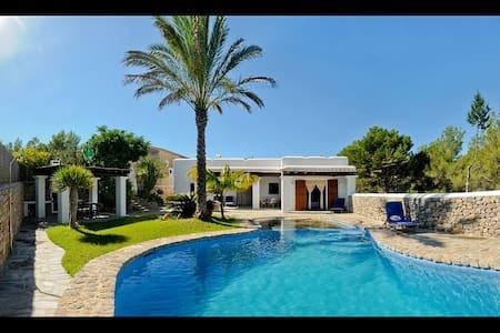 Ibicencan villa close to 2 beaches - Casa de campo