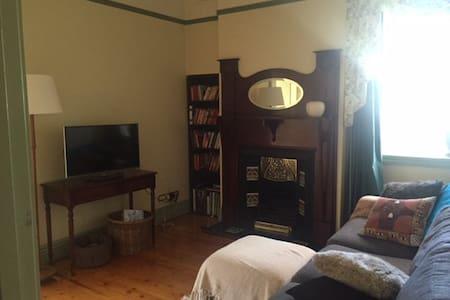 Room in beautiful, quiet Flemington House - Flemington - House