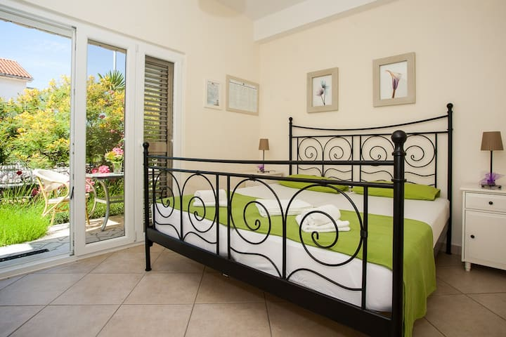 Apartment Anicic modern & close to the beach, Krk