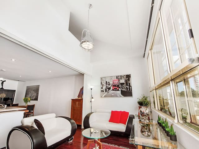 Stylish Art Deco Loft Perfectly Positioned..