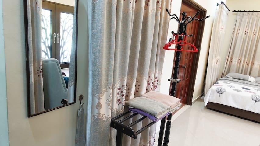 Mirror, hangers, towels and racks