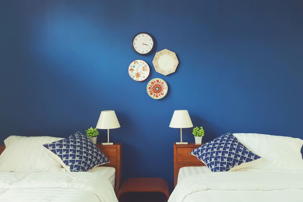 Crisp linen and fluffy pillows are provided in our Blue twin bed room.