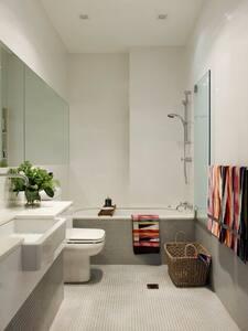 Bondi, Sydney, large modern room. - Bondi Junction