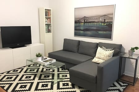 Spacious Unit in Amazing Location - Toronto - Appartement