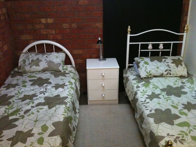 MELB  AUST APARTMENT with BIG KITCHEN & DINING - Hadfield - Apartment