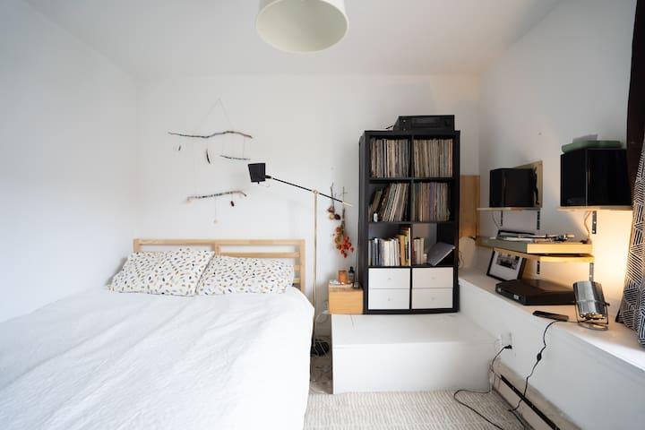 North end Studio w/ Hi-fi Stereo + LP collection