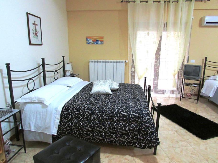 camera da letto matrimoniale / doppia + due letti aggiunti