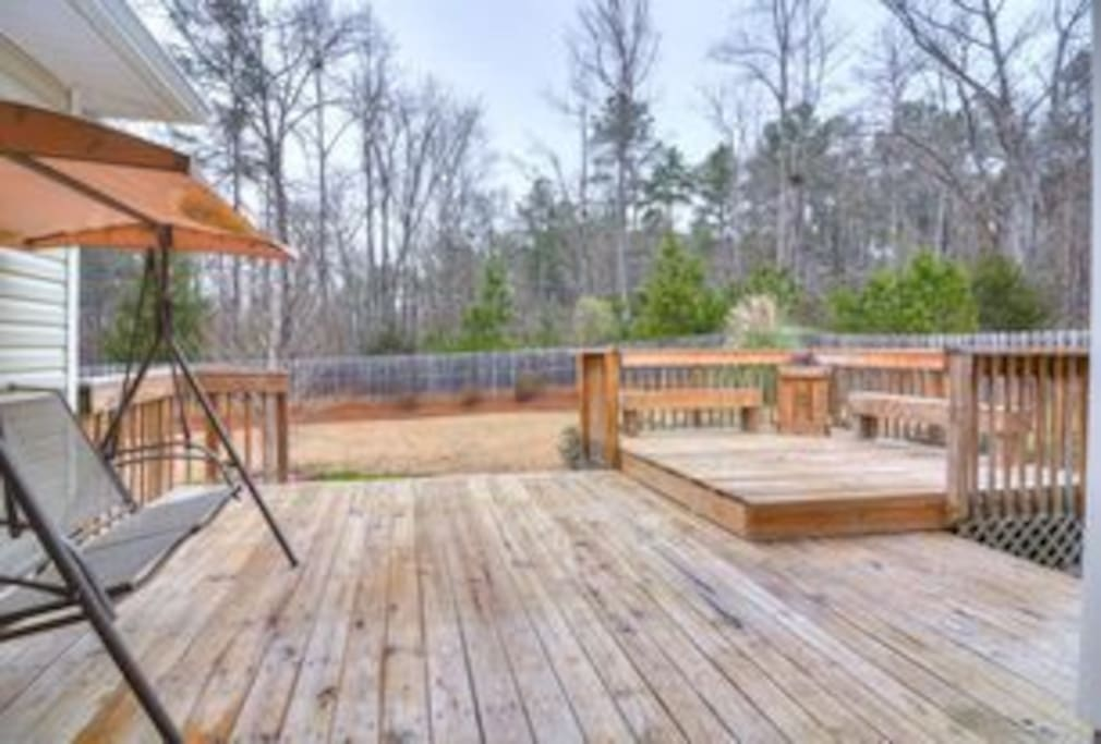 Huge back yard and deck for entertaining