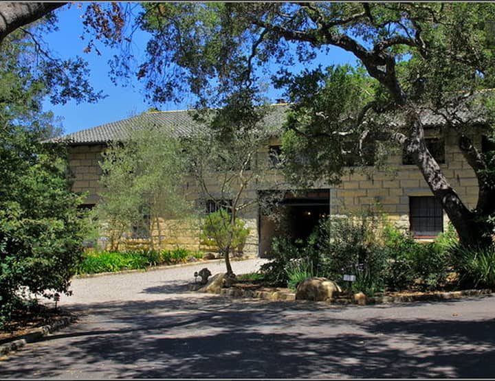 1 lovely Bedroom in Montecito Stone Carriage House