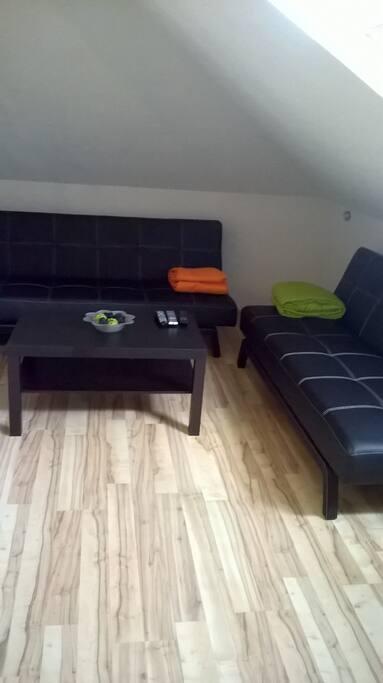 Sofas (179 x 84 x 97 cm - B x H x T) einfach umklappen und als weitere Schlafgelegenheiten nutzen!