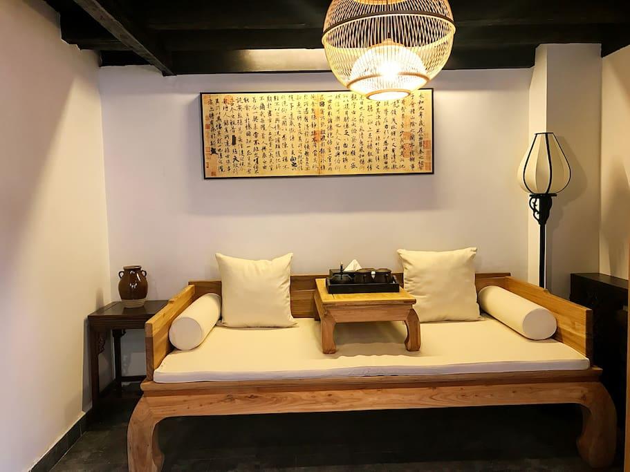 徵字房客厅茶台罗汉床