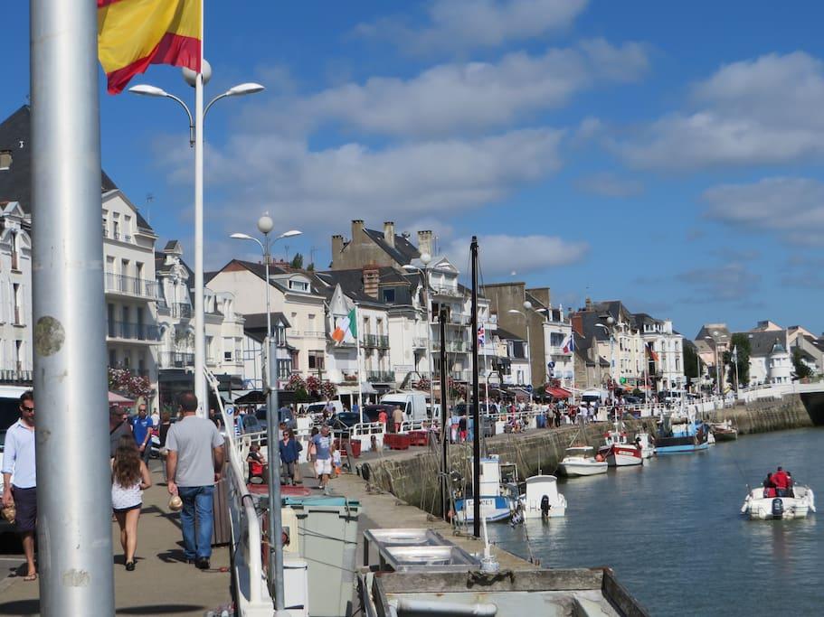 A typical port just at your door.  A coté de la maison, le port typique du Pouliguen