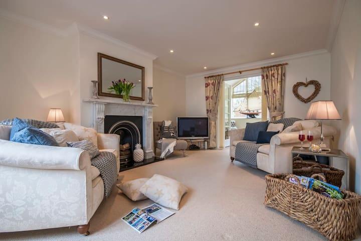 Havens Rest. 4 Bedroom luxury, Coast Path Location
