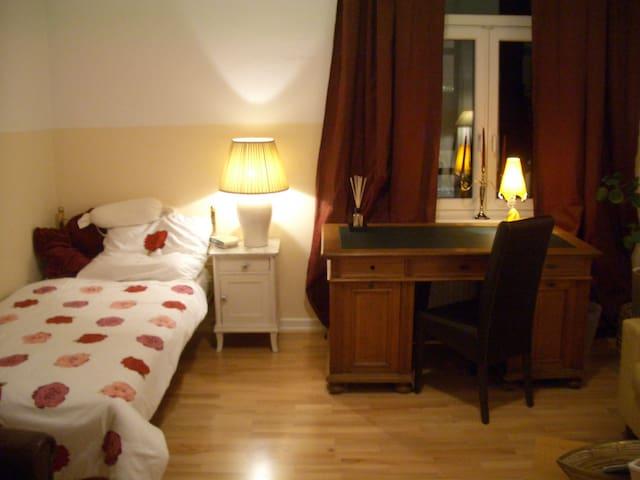 Sehr Schönes Zimmer in Frankfurt ! - Frankfurt - Apartment