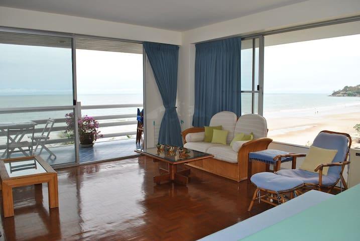 Vintage 2-bedroom ocean view apt!