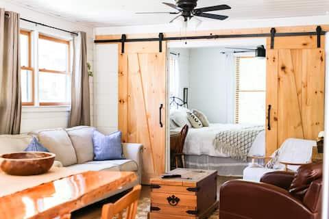 Little 'Farmhouse'            Escape Explore Relax