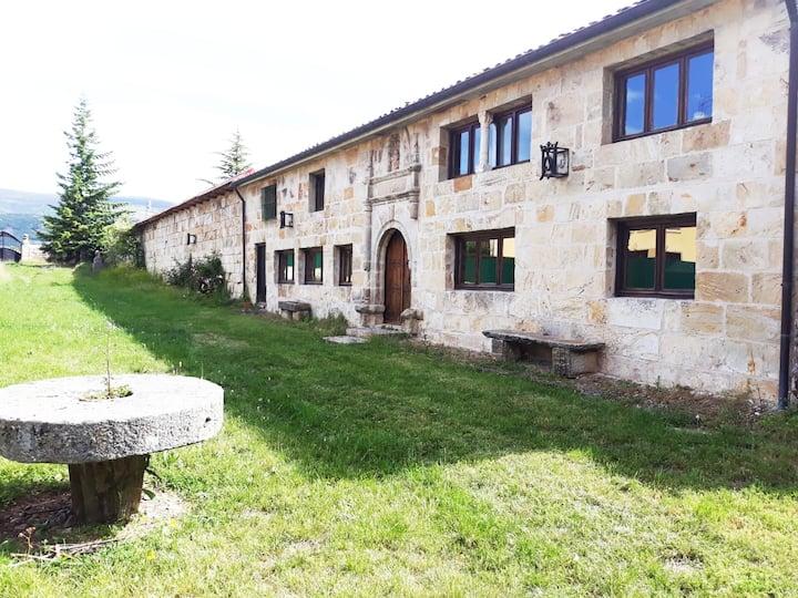 Reinosa. 2 Habitaciones con Baño Privado en  Casa