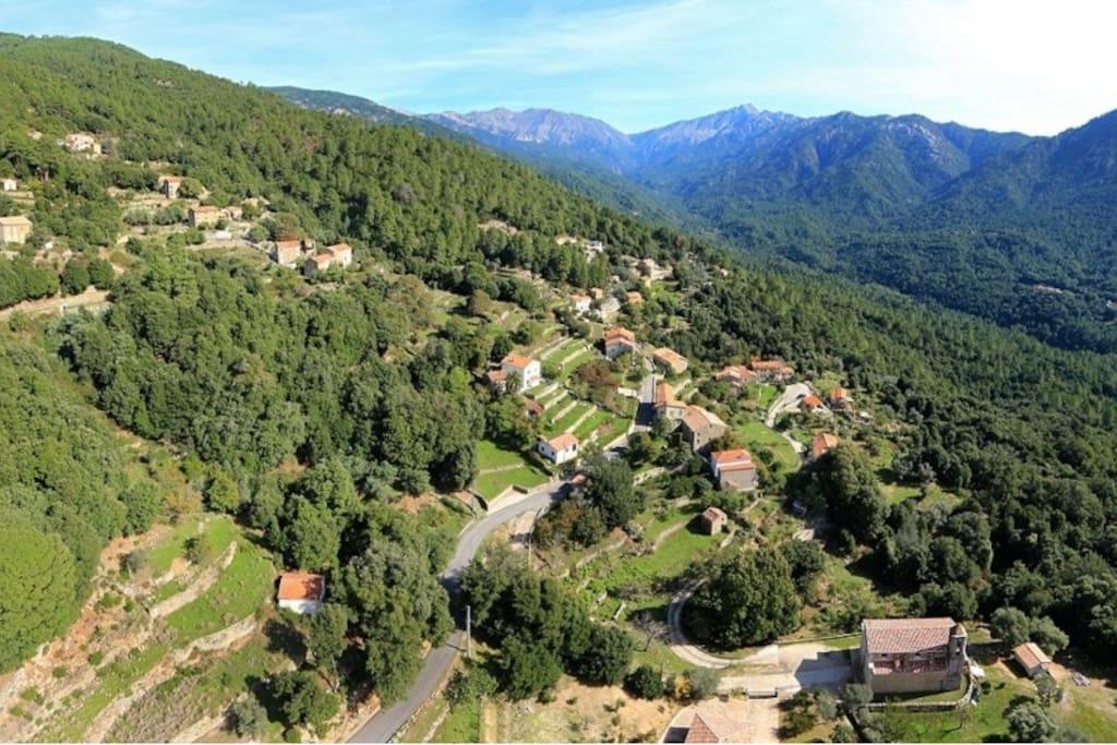 Le village d'Azzana