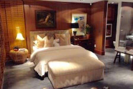Luxury love nest in secure tropical garden
