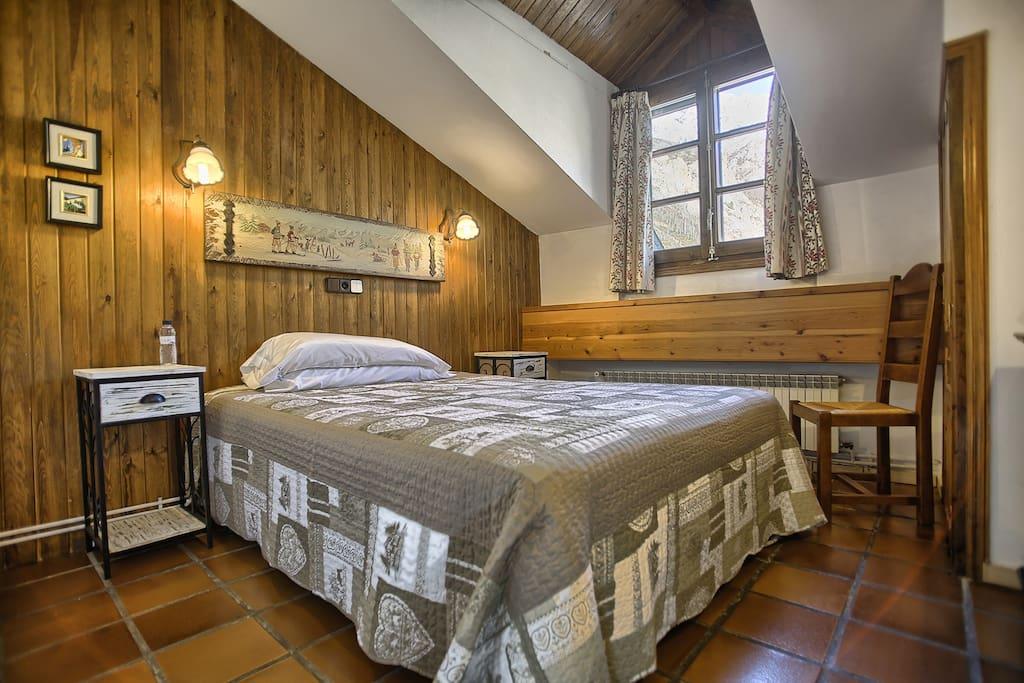 Habitación cama de 150 cms.