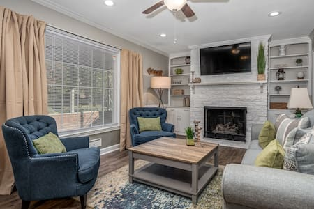 Newly built! Modern & Cozy Home Mins to everything