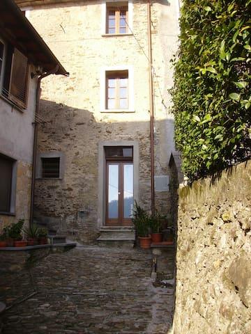 Romantic  House,  Alpi Apuane  - Stazzema - House