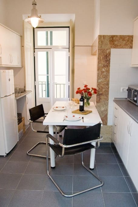 The fully-equipped kitchen