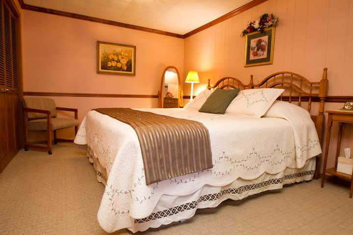 Kentucky Suite at Red Bud Cove - Hollister - Daire