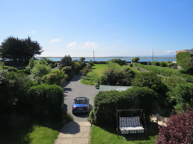 Seaside Dublin Cottage with Artistic Flare - Sutton - Bed & Breakfast