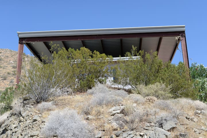 Matchless Modern Desert Hideaway - Morongo Valley - House