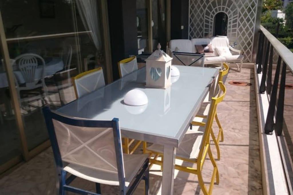grande terrasse table 8 personnes+transat