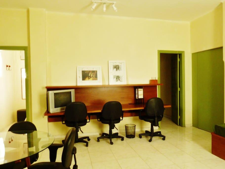 Sala - bancada escritório (3 estações de trabalho)